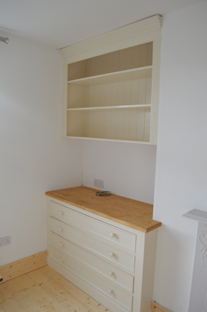 Fitted Alcove with Chest of Drawers and Floating Shelves